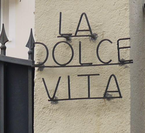 http://sd3.archive-host.com/membres/images/1336321151/balades/Toscane/dolce_vita.jpg