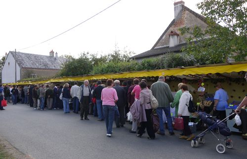 http://sd3.archive-host.com/membres/images/1336321151/balades/tranzault/2009/13-foule1.jpg